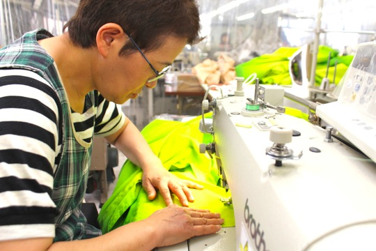高橋さんの紹介でマルマに入り、キラ・ウエアの製作を担当する松本さん