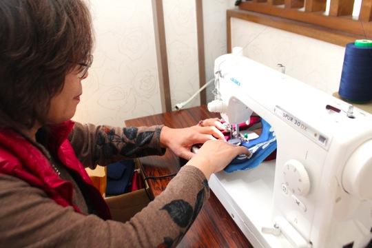 「素人でも、ずっと練習していると縫えるようになるんです」と永橋さん。