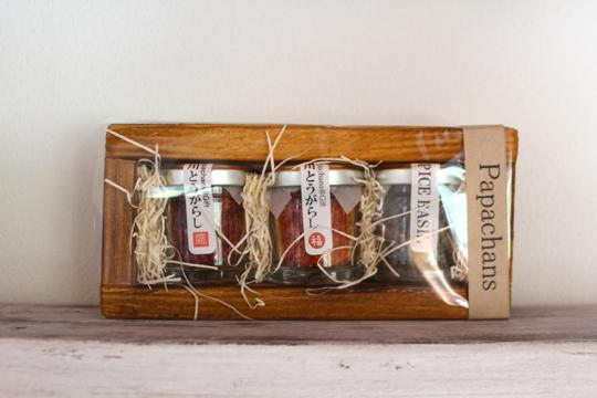 3個セット箱入りで1500円。小さな木のスプーンもついてきます。