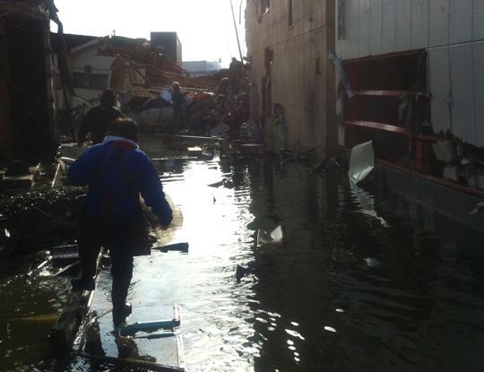 震災翌日の気仙沼。ルードジャムがあった場所にて
