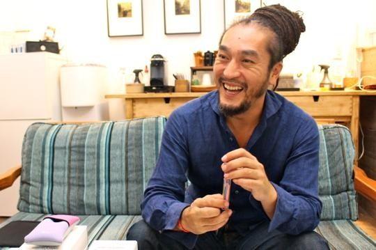 コンサルティングやデザインを行うCHANT.LLC代表の高橋臨悟さん。2012年から3年間、MONKEY MAJIKのブランディングを担当しました